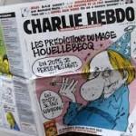 Un exemplaire du journal Charlie Hebdo